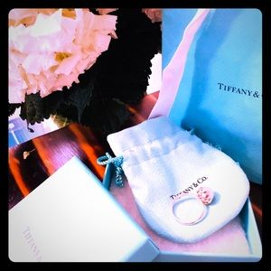 Tiffany & Co. Paloma Picasso Olive Leaf Pearl Ring
